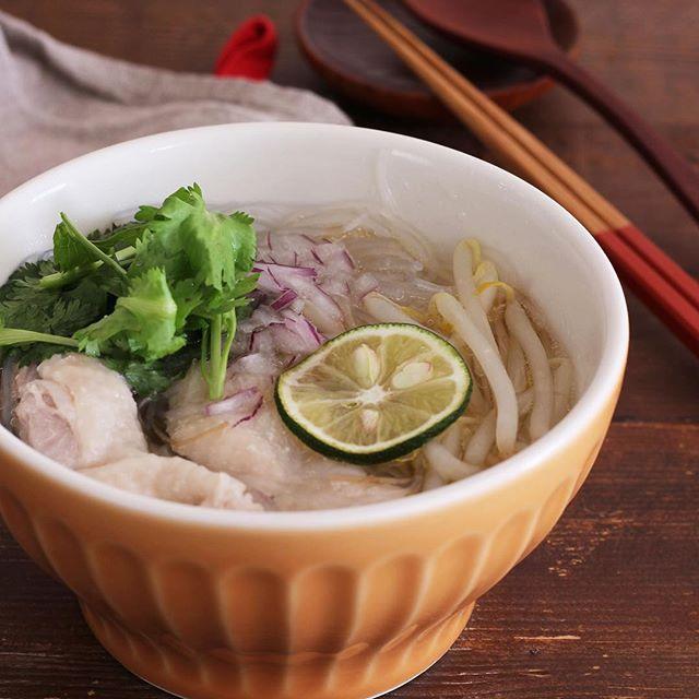 ナンプラーで風味豊かに!鶏肉の春雨スープ