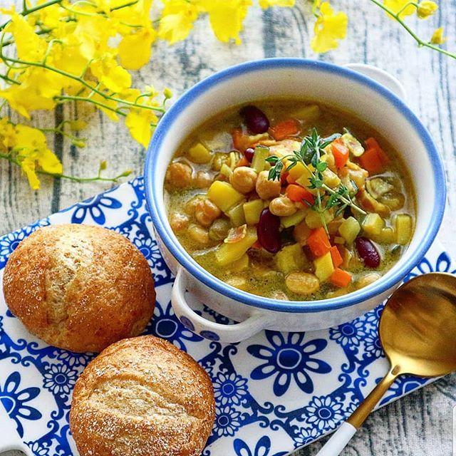 野菜とミックスビーンズのカレーチーズスープ