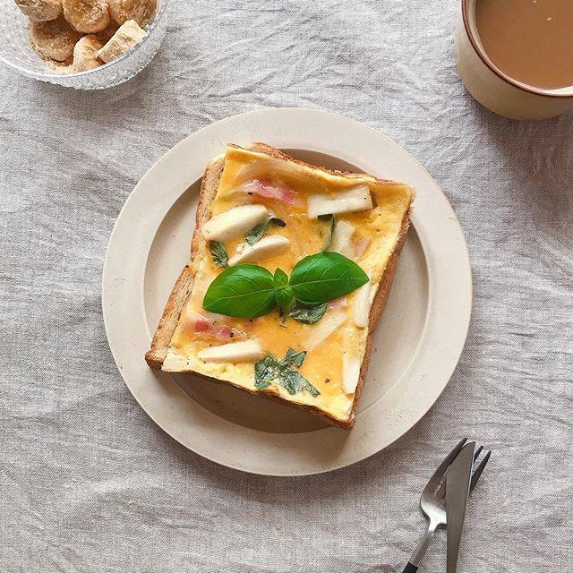 エリンギの食感が楽しい♪オムレツトースト