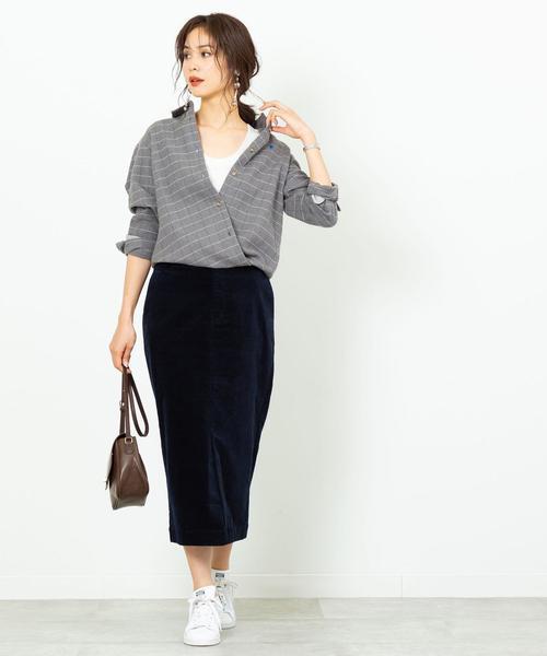 グレーネルシャツ×ベロア調スカート