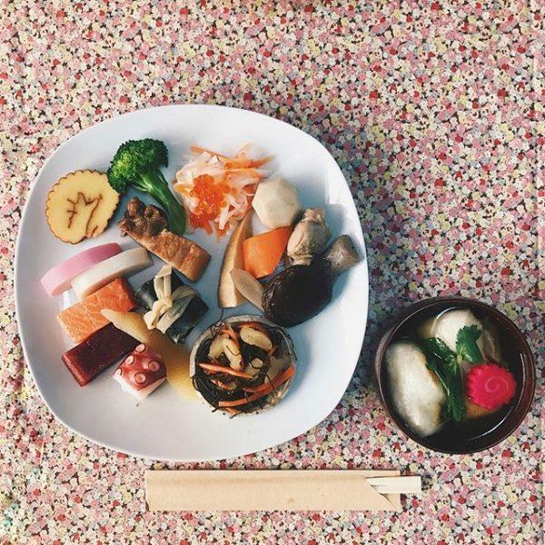 栄養満点!大皿で華やかに魅せるおせち