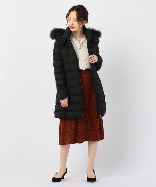 グレーファーダウン×赤フレアスカートの冬コーデ