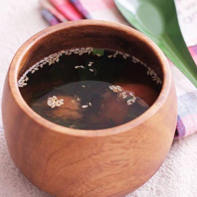 簡単なレシピに!梅とわかめのスープ