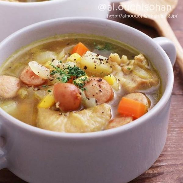 人気のメニューにカレー風味のおかずスープ