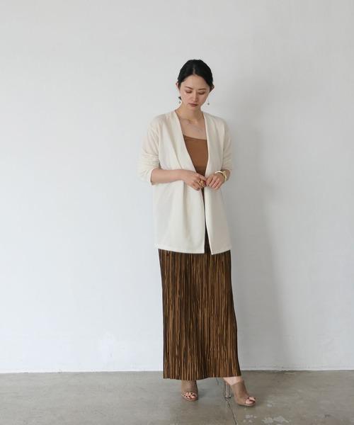 ノーカラー白カーディガン×プリーツスカート