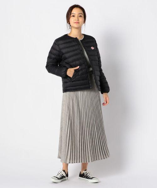 黒薄手ダウン×グレースカートの冬コーデ