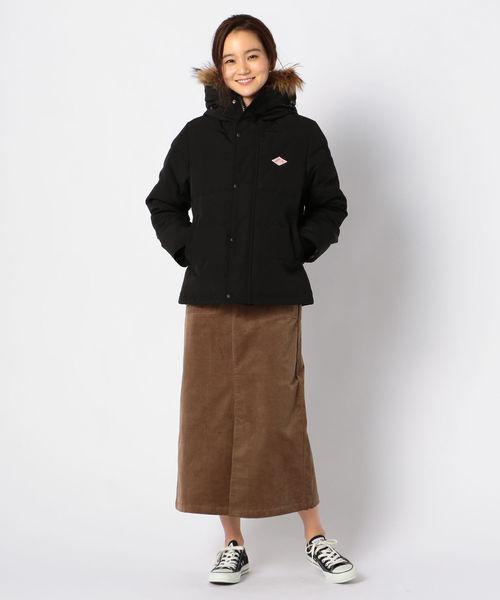 黒ダウン×コーデュロイスカートの冬コーデ
