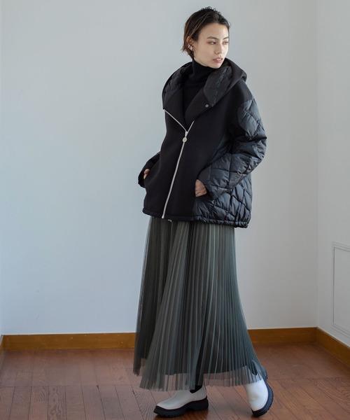 黒異素材ダウン×プリーツスカートの冬コーデ