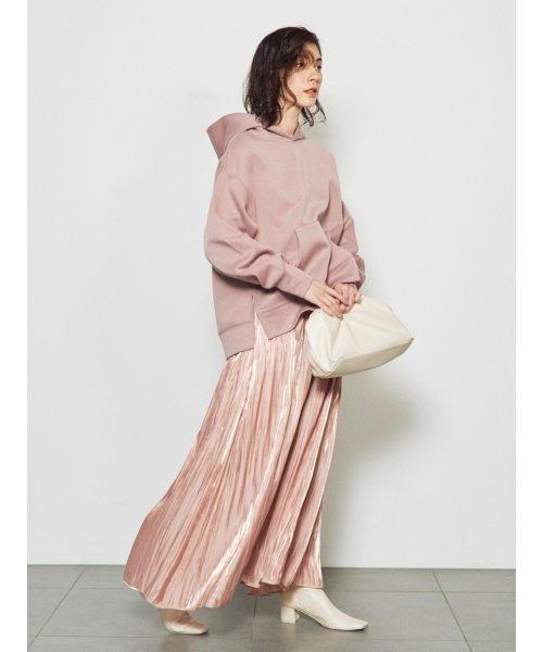 ピンクパーカー×ピンクスカート