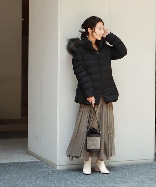 黒ダウン×ブラウンフレアスカートの冬コーデ