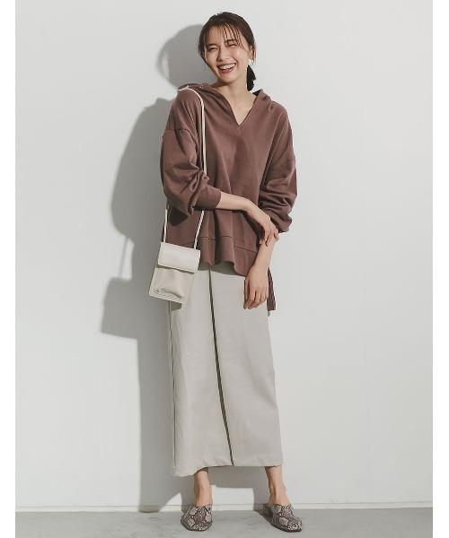 ヴィーガンレザーラップ風タイトスカート
