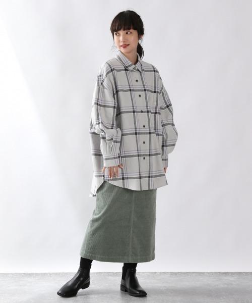 グレーチェックシャツ×タイトスカート