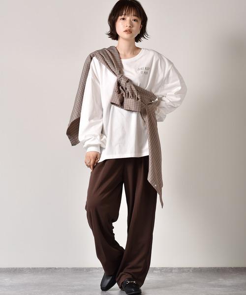 たすき掛けチェックシャツ×ハンサムパンツ