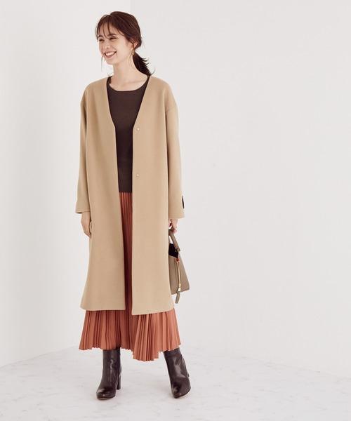 ノーカラーコート×プリーツロングスカート