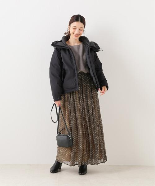 黒ダウン×水玉プリーツスカートの冬コーデ