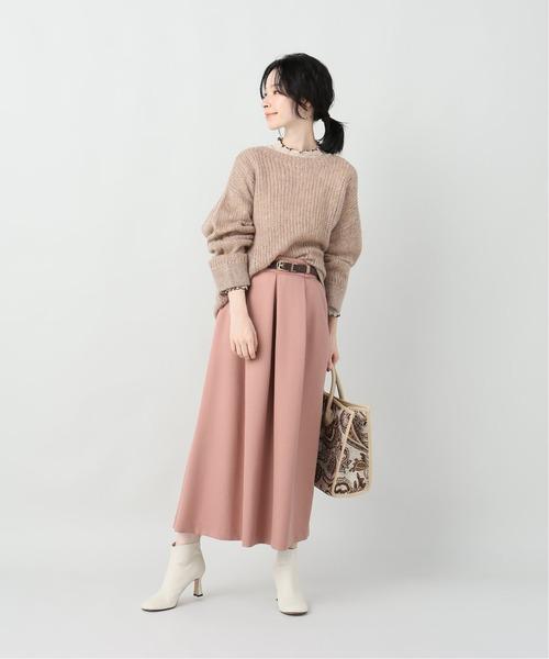 フリルネックトップス×ピンクスカートコーデ