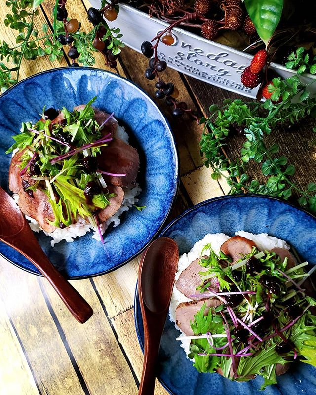 サラダ感覚で食べるローストビーフ丼