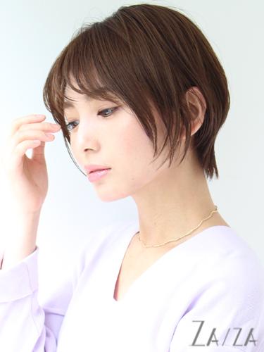 離れ目の女性に似合う髪型:薄め前髪