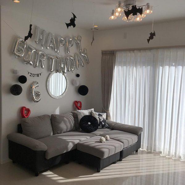 ハニカムボールとコウモリで誕生日の飾り付け