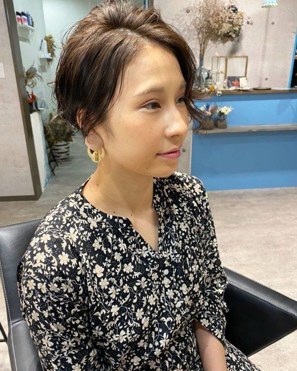 女性らしい雰囲気の長め前髪×ベリーショート