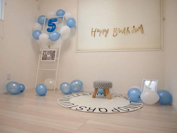 風船を丸く繋げた誕生日の飾り付け