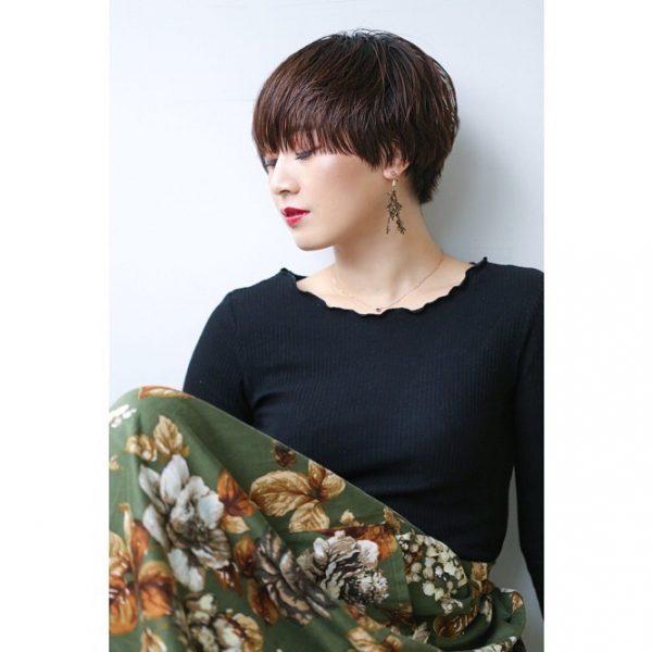束感が大人っぽい長め前髪×ベリーショート