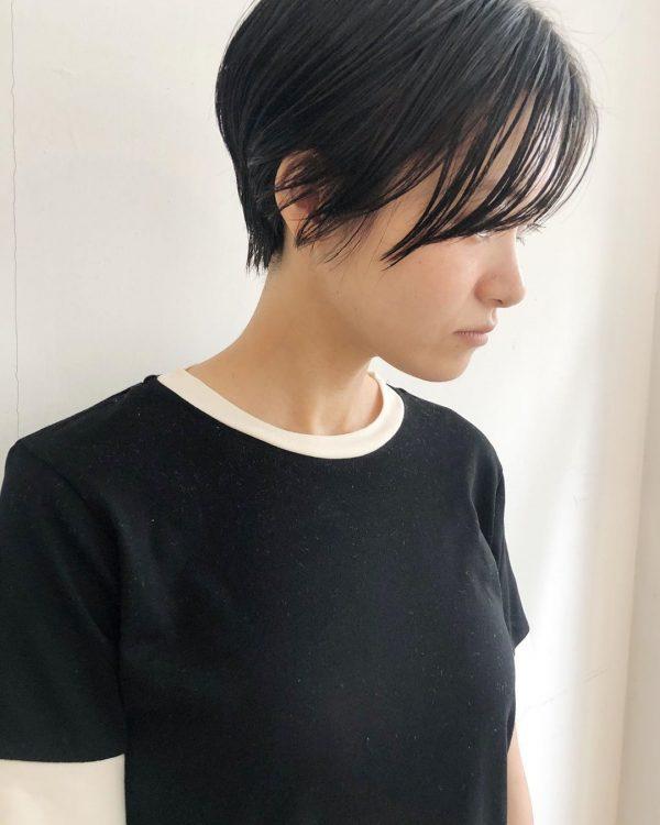抜け感が大人っぽい長め前髪×ベリーショート