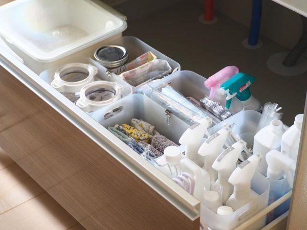 キッチンの引き出し収納に役立つ積み重ねボックス