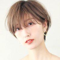 自分に似合う前髪の分け目の位置は?自然に見えるバランスに変える方法を紹介!