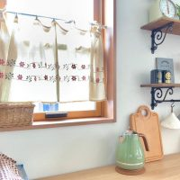 キッチンの目隠しカーテンのアイデア実例集!収納や小窓を隠すおしゃれDIY!