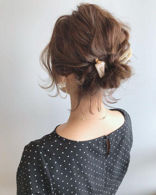 透け感のある後れ毛の出し方