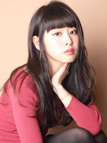 離れ目の女性に似合う髪型:重め前髪4