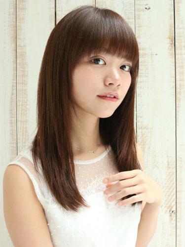 離れ目の女性に似合う髪型:ストレート3