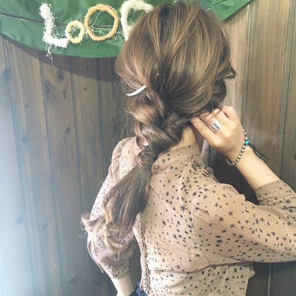 シフォンワンピースに似合う髪型
