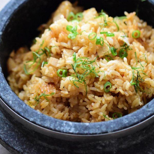 茹で鶏とキムチの中華風炊き込みご飯