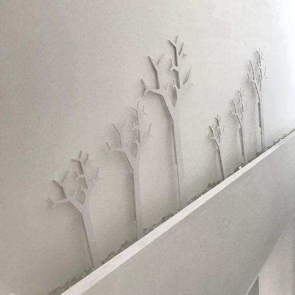 白い壁と白いツリーのコンビネーションが◎