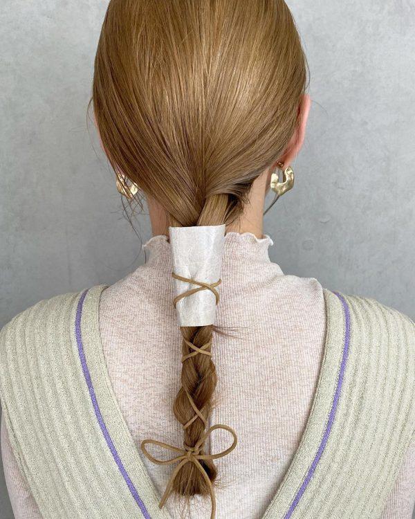 アクセがおしゃれなロングのきっちりまとめ髪