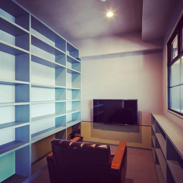壁掛けテレビで隠れ家を作る