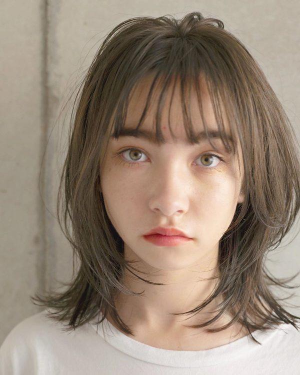 ハチ張り女性に似合うクールな印象の髪型