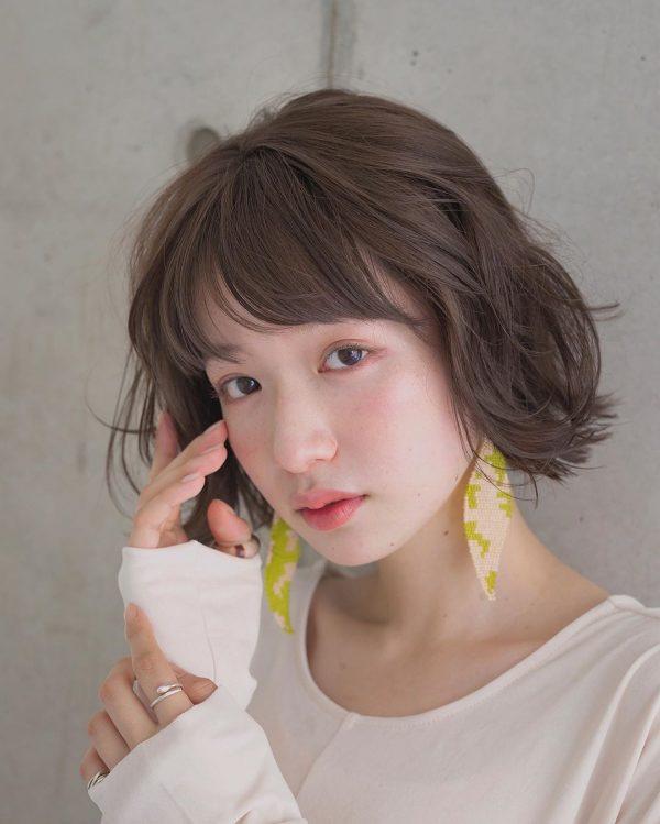 ゆるふわなラウンド前髪のヘアスタイル
