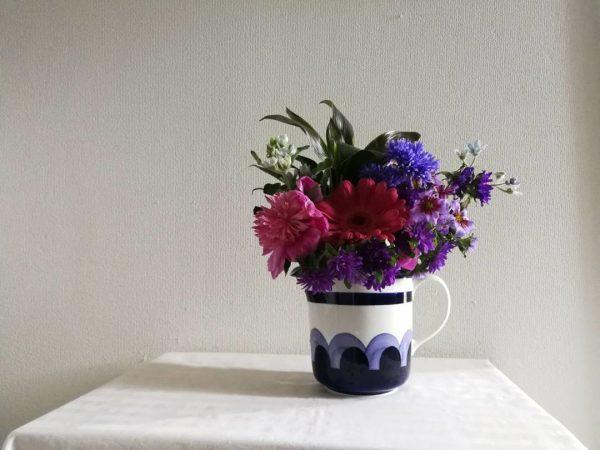 アラビアヴィンテージの花瓶で華やかに