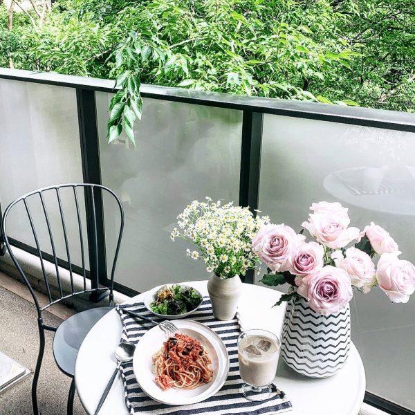 優雅なカフェ風バルコニー