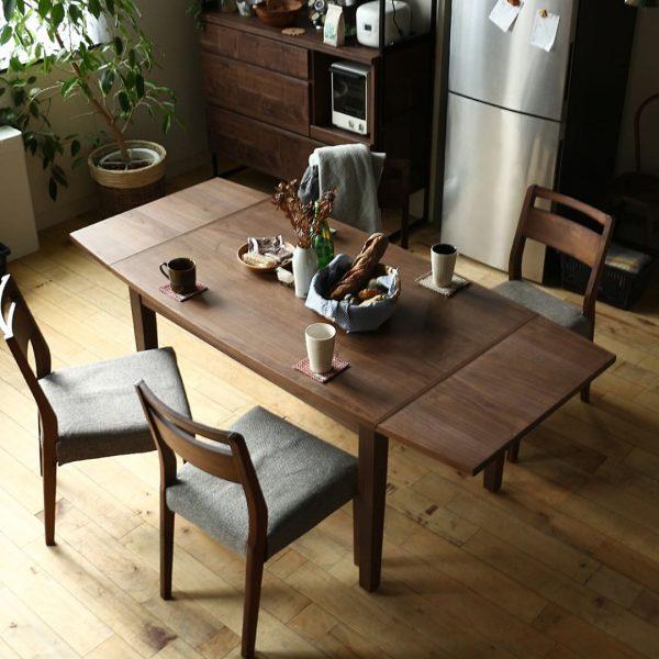 北欧ヴィンテージらしいカラーのダイニングテーブル