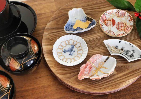 縁起物の食器を生かすテーブルコーディネート