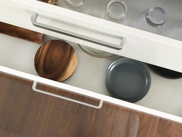 キッチンの引き出しに滑り止めマットを敷く