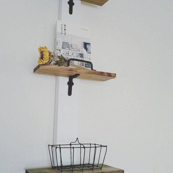 1本柱に棚板のおしゃれなDIY収納ラック