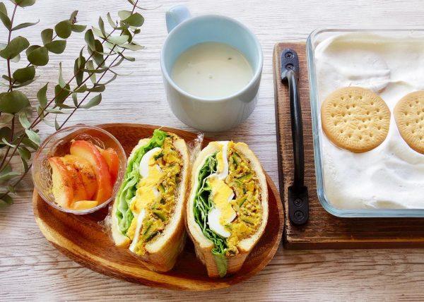 コーンスープに合うパン料理のサンドイッチ