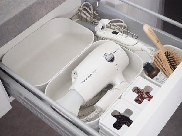 100均の蓋付きボックスで洗面所の引き出し収納