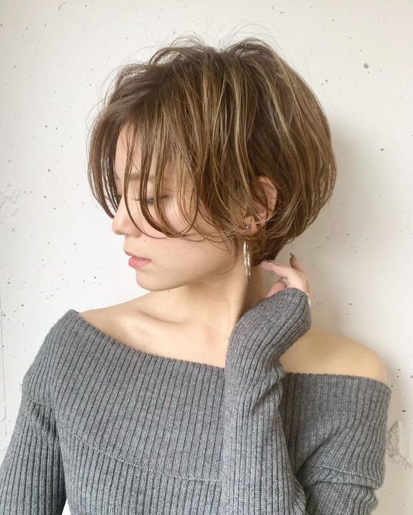 ハチ張りの女性に似合うこなれ感のある髪型