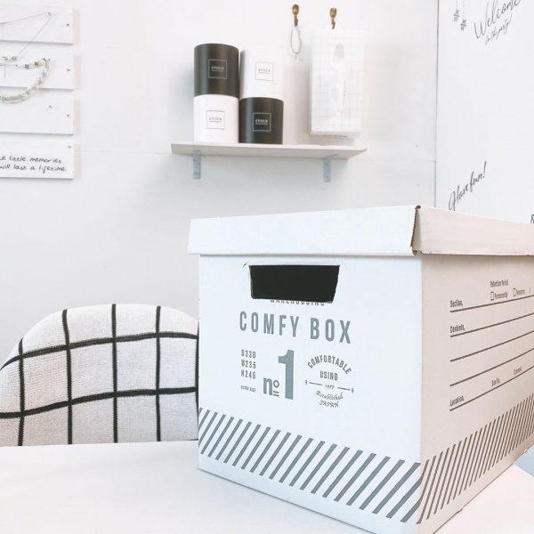 シンプルなモノトーンインテリアに合うゴミ箱